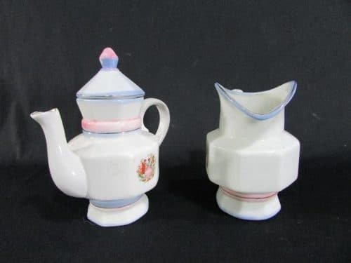 Conjunto Composto Por Bule E Cremeira Em Porcelana 1