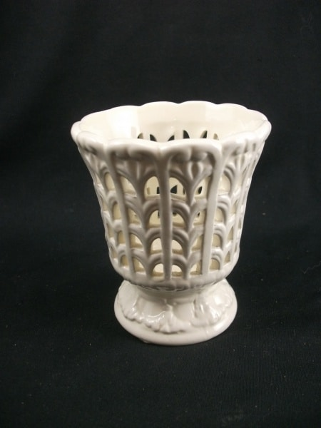 Delicado Mini Floreiro Em Porcelana