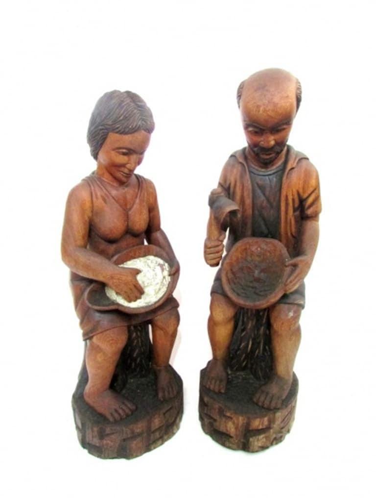 Par De Esculturas Em Madeira Nobre Representando Artesões